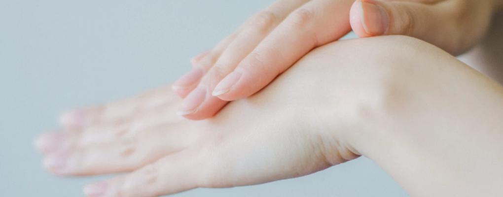Efekt holo na dłoniach